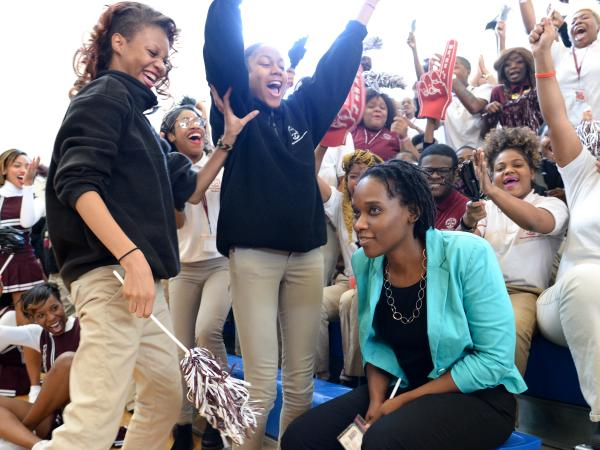 Students cheer for Kena Allison