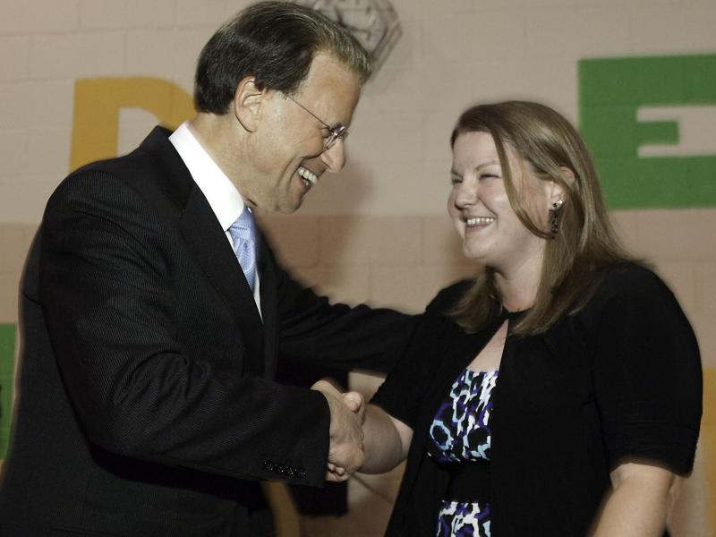 Lowell Milken Congratulates a Tennessee Milken Educator