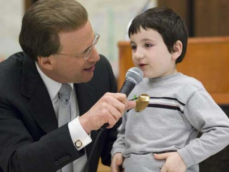 Lowell Milken Talks to a Young Student