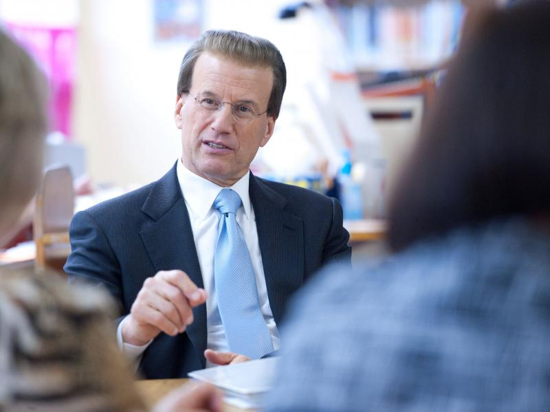 Lowell Milken visits teachers