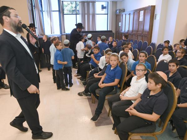 Rabbi Greenbaum with students Cheder Menachem 2017 JEA