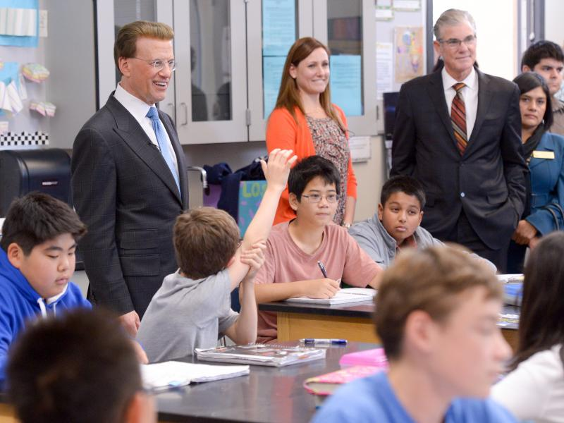 Jennifer Smith, Lowell Milken, Tom Torlakson in classroom