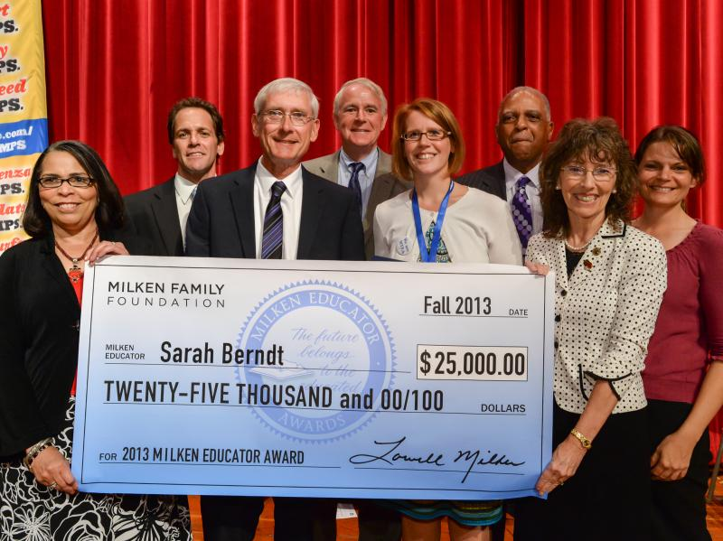 Sarah Berndt with VIPs and $25,000 check