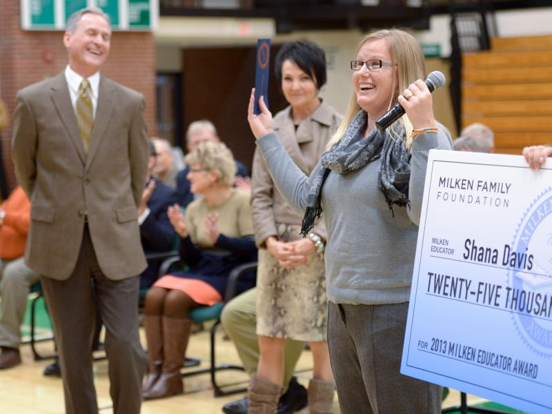 Shana Davis accepts award with Governor Dennis Daugaard